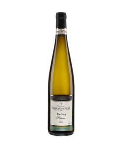 De Elzas riesling van Domaine Fernand Engel is bijzonder vanwege de lange rijping met de schillen: Sur-lie. Engel werkt biologisch en is daarmee voorloper in de Elzas. De wijnen zijn spatzuiver en hoog van kwaliteit met veel smaak. Een van de beste wijnboeren uit de Elzas en verkrijgbaar bij Wijnhandel Van Welie in Gouda